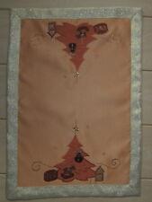 Tischset Weihnachtsmotiv;ca.35cmx50cm;terracotta/gold;Mot. Sterne;Baum;Geschenke
