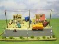 Haus, Häuser Rohbau mit Bagger & LED Modelleisenbahn Modellbau Diorama H0 1:87