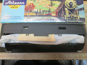 HO Scale Undecorated 70' Heavyweight Baggage Car by Athearn  (DMT60)