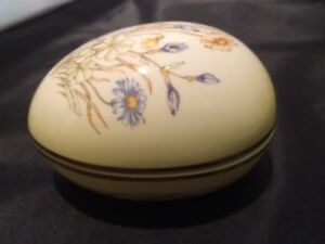 RINGTONS egg-shaped Trinket Box by Palissy ROYAL WORCESTER SPODE VGC Easter