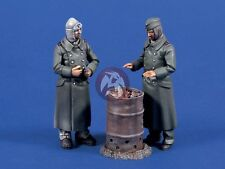 "Verlinden 1/35 ""Ostfront Breakfast"" German Soldiers eating WWII (2 Figures) 617"