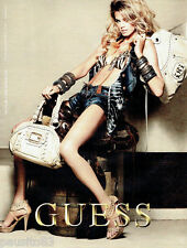 PUBLICITE ADVERTISING 056  2010  Guess collection sac à main accessoires