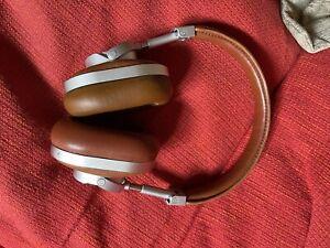 Master and Dynamics MW60 headphones
