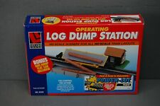Life-Like HO Scale Operating Log Dump Station with Side Dump Flat Car No. 21312