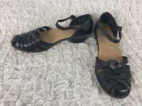 Clarks Bendables Black Leather Closed Toe Fisherman Sandals Women's Size 10 M