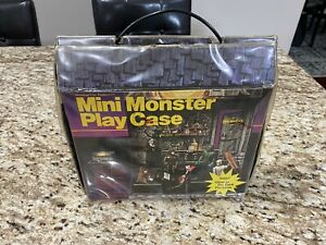Remco Monster Case with six figures...1981 Rare