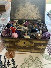 Fabulous Old Tin full of assorted Vintage BUTTONS