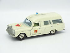 Matchbox SB 1/43 - Mercedes Binz Ambulance