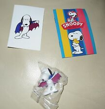 Personaggio Snoopy Peanuts 3D + sticker edibas collection SNOOPY vampiro vampire