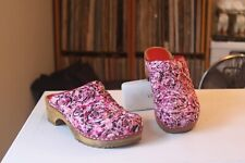 Sanita 38 Red Pinks Swirl Fabric Design Staple Wood Mules Clogs Women's US 7-7.5