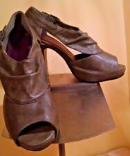 "EUC STEVE MADDEN ""madden girl"" Platform Gray Leather Heels Shoes 6M"