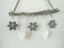 Deko zum Aufhängen weiß grau Herzen aus Holz 3 Stoffblumen Shabby Landhaus