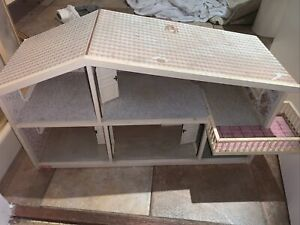 Vintage 1960s Lundby Dolls House Town House