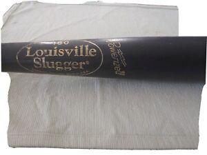 Black Louisville slugger wood bat 33 ( Slight use)
