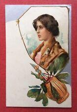 CPA. Jeune Fille. Bouteille Chianti ? Gaufrée. Embossed. Argentée. Années 1900.