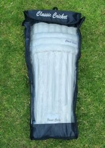 Classic Cricket Batting Leg Guards Youths Pair or Pads