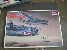 Consolidated-Vultee B-24J Liberator 1:72 Academy Minicraft Model Airplane Kit