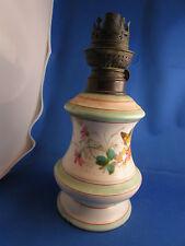 ancienne lampe a petrole en porcelaine decor fleurs et papillon 19e siecle