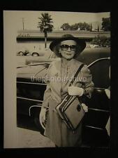 Candid Bette Davis VINTAGE PHOTO w/Credit 566C