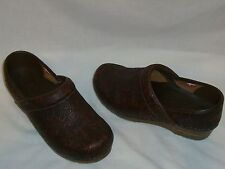 SANITA Brown Tooled Embossed Leather Professional Clogs Shoes 37 / 6.5-7 M - EUC