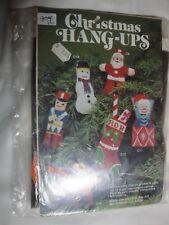 Chrismas Hang-Ups C10 Canvas Yarn Kit Gingerbread Man Ornament 12 Mesh Felt Back
