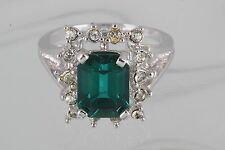 18KT HGE EMERALD GREEN CLEAR STONES COCKTAIL RING SIZE 9 1/4 FASHION 0344