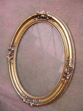 Beau cadre ovale en bois et stucs dorés de style Louis XVI - fin XIXe S.