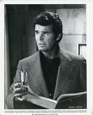 JAMES GARNER HOLD GLASS OF WATER AND BOOK THE ROCKFORD FILES 1978 NBC TV PHOTO