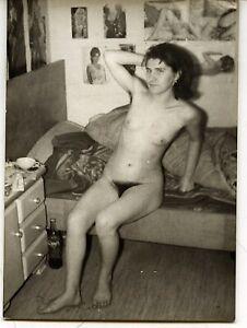 Akt junge hübsche Frau nackt CocaCola Flasche künstlerisch  Vintage c. 1965