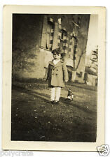 Petite fille avec jouet à trainer - photo argentique ancienne an.1940