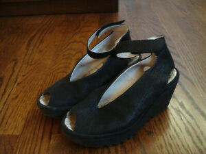 FLY LONDON black suede/nubuck WEDGE OPEN TOE ANKLE STRAP SHOES size 36 ( 6 )