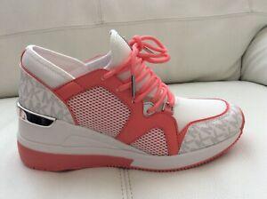 NEW Michael Michael Kors Women  Sneaker Size 8 M