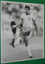 RARE PHOTO PRESSE FOOTBALL TONINHO CEREZO BRESIL BRAZIL ESPANA 82 WORLD CUP ROMA