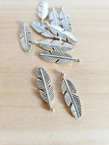 10 x Federn Anhänger für Ketten Schmuckherstellung Basteln Deko Charms Silber