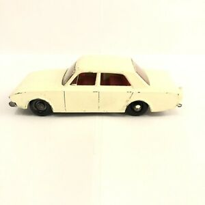 Matchbox Lesney No 45 FORD CORSAIR Made In England (P125)