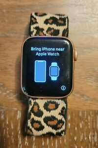 Apple Watch Series 4 (GPS, 40MM) - Rose Gold with Elastic/Nylon Bands