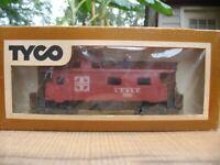 HO TYCO SCALE SANTE FE 7240 8 WHEEL CABOOSE TRAIN CAR