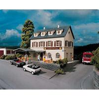 PIKO Hobby Village Inn Kit HO Gauge 61830