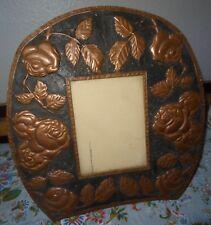 Cadre porte photo cuivre repoussé et étamé décor aux roses 1920's