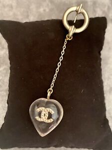 Brand New Authentic Chanel Gold CC Logo Heart Shape Drop Charm Pin Rare Brooch❤️