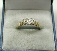 Lovely 9ct Gold Diamond Solitaire Ring With Accents