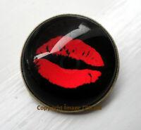 ZP13 Kiss Vampire Teeth Horror Zombie Dracula lips Undead pin badge Blood Fangs
