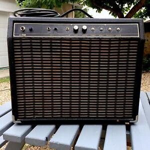 Ampli guitare Combo Yamaha Fifty 112 50W en l'état, se met en marche, à retaper.