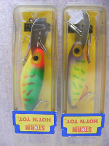 2 Storm HOT N TOT fishing lures great colors 2 1/2 in metal lip new old stock