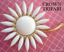 ELEGANT signed CROWN TRIFARI white DAISY flower PIN brooch
