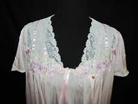 Vintage Vanity Fair Short Peignoir Set Pink Medium Lace Rose Appliques Gown Robe