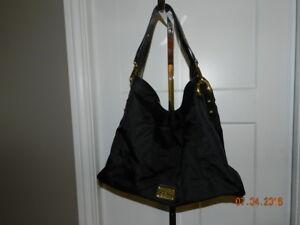 Kenneth Cole Reaction Ring Leader Black Oversized Shoulder Handbag Hobo-Nyon