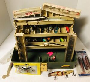 Vtg Fishing Tackle Lot Suick Thriller Lures Muskie Bass Pike Plano Box
