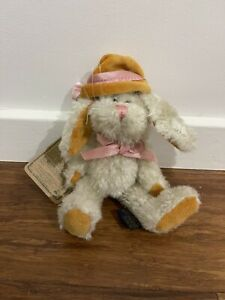 """Vintage 90's BOYDS PLUSH COLLECTION """"RABBIT"""" As New Been In Storage"""