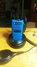 blue Motorola Ht750 16Ch 4W Uhf 450-527 Mhz Portable Radio package